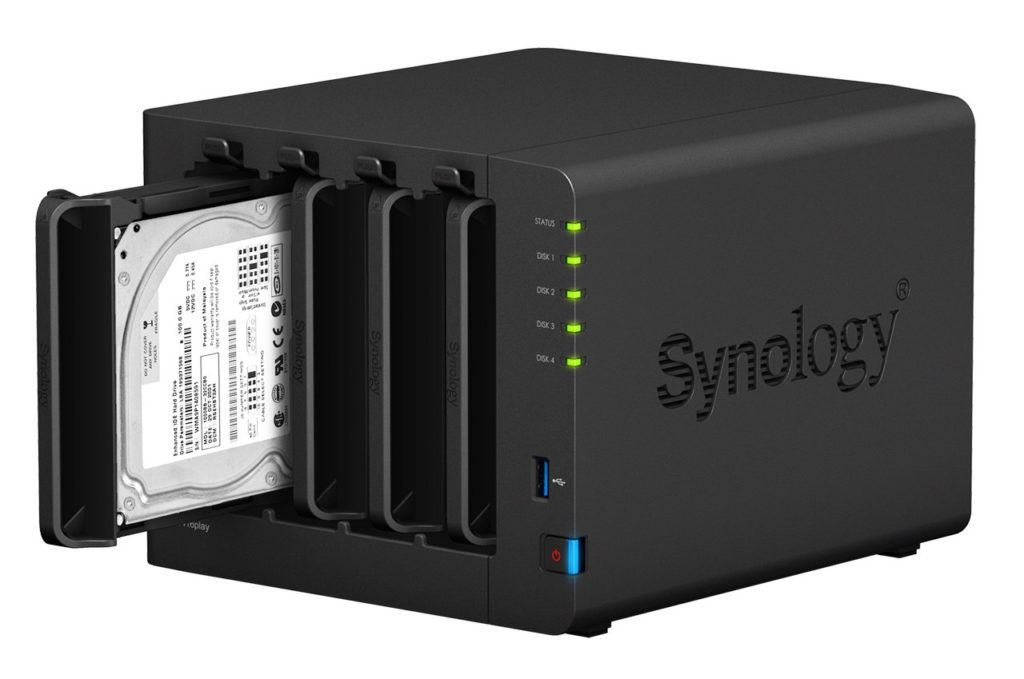 Synology-DS416play-right-open-1-2-1024x679